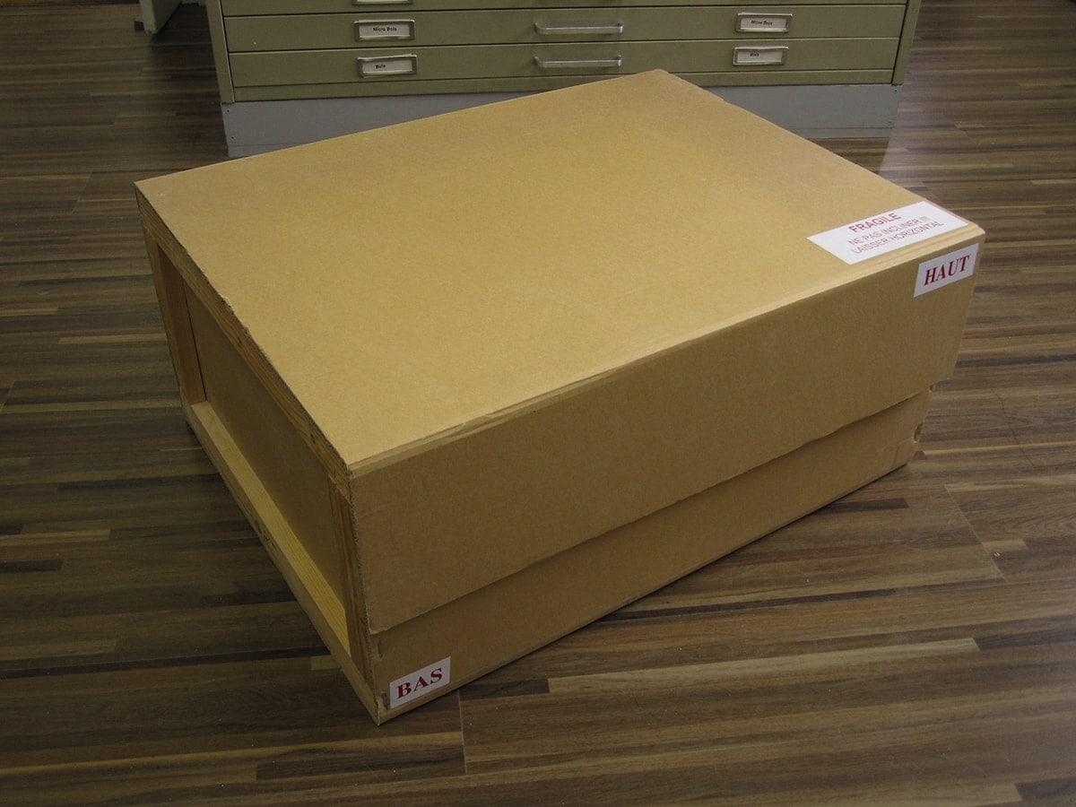 caisse carton avec armature bois fermeture scratch