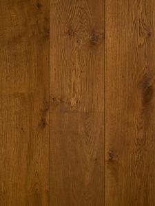 Deze naturel geoliede houten vloer is dubbel gerookt.