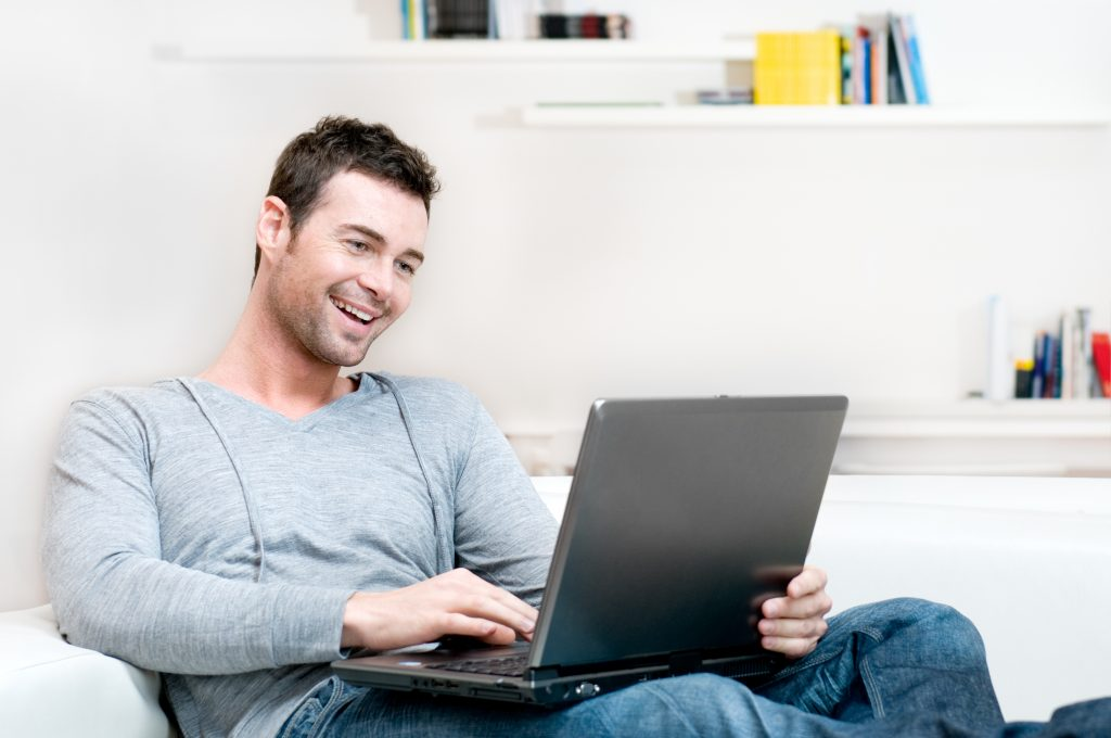Online Dating And Why You Should Be Paying For It!