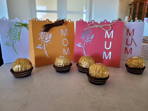 Mum and Mom gift boxes for you to put a special gift inside