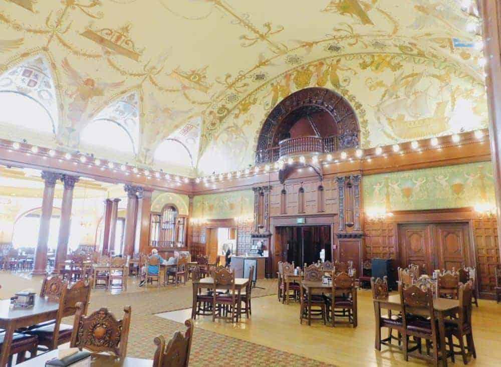 Flagler college's elaborate dining hall.