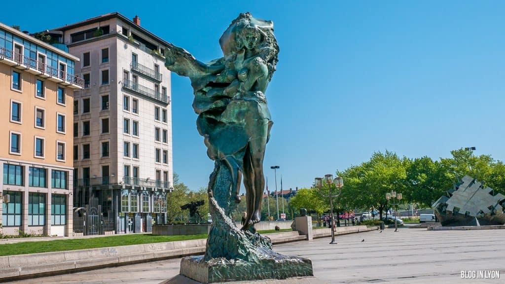 Visiter Lyon - Louise Labé - Sculpture Jean-Robert Ipoustéguy | Blog In Lyon