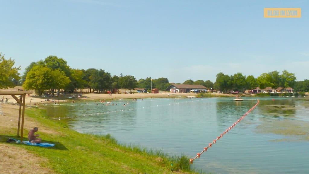 Idées baignades proches de Lyon - Parc de loisirs de Bouvent | Blog In Lyon