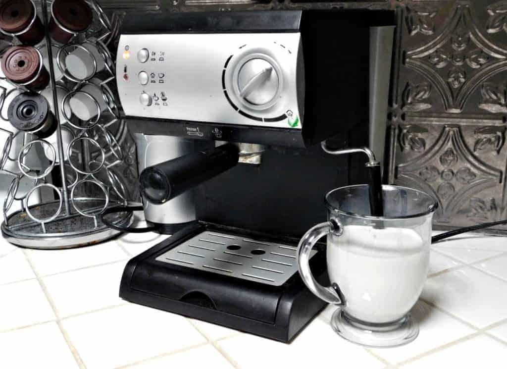 espresso maker steaming milk