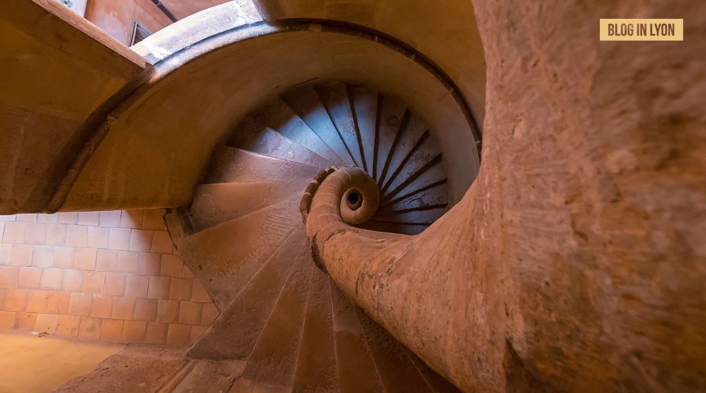 Fond d'écran Lyon – Mai | L'escalier coquillage