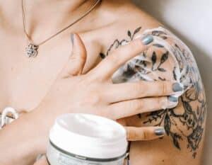 Geschenkideen für Tätowierte - bestechende Hautpflege