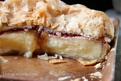 Baked Brie - Easy Appetizer Recipe LivingLocurto.com #recipe