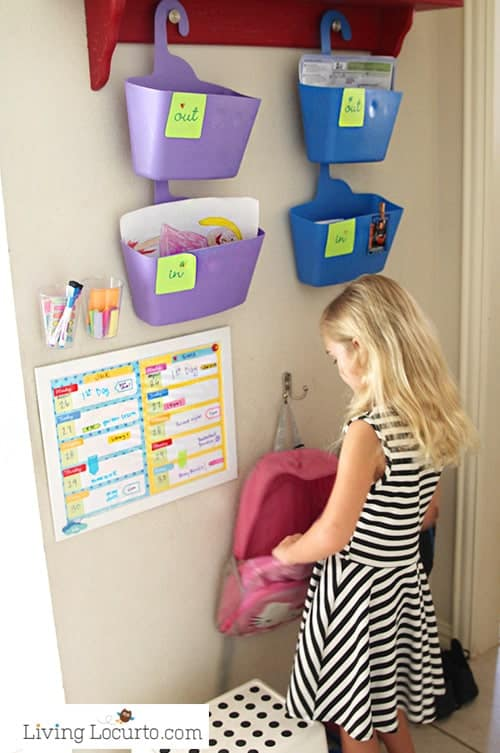 Fourback to school tips every parent should know! Organizing tips, school lunch ideas, recipes, first day of school photos and back to school printables for kids.
