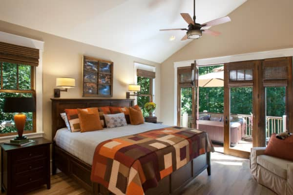 warm orange – cabin style inspired bedroom for a cozy and traditional vibe