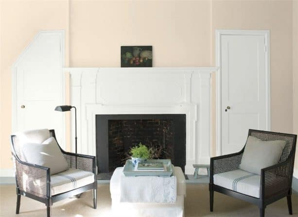 traditional living room with benjamin moore antique white oc-83 wall paint