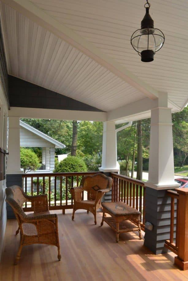 craftsman railing in a craftsman-style porch