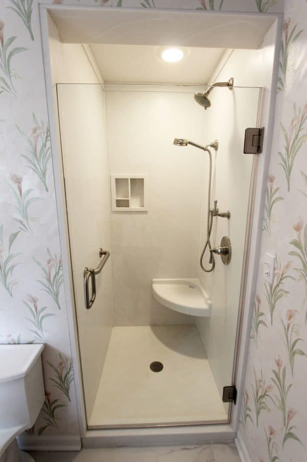 traditional shower with walls from Venaro White solid panels