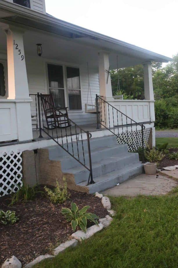 the concrete steps before the makeover do not look appealing