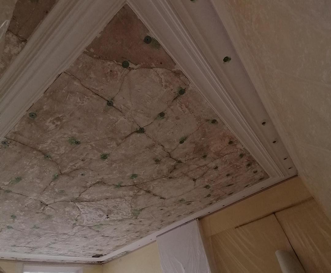 Plafond voor restaureren stucwerk