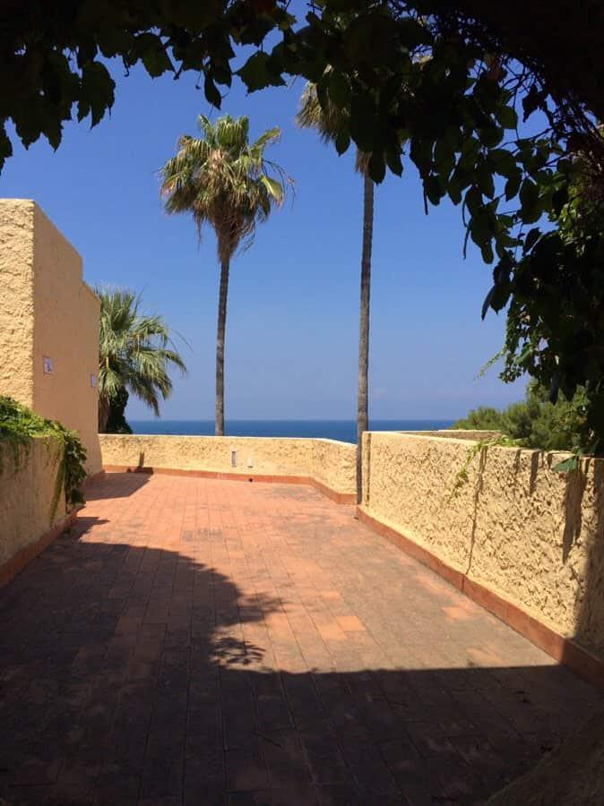 photo numérique dans les allées de l'hôtel en Sicile