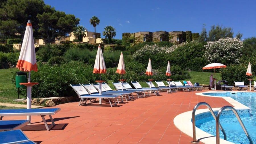 photo numérique bord de la piscine hôtel Brucoli Village Sicile