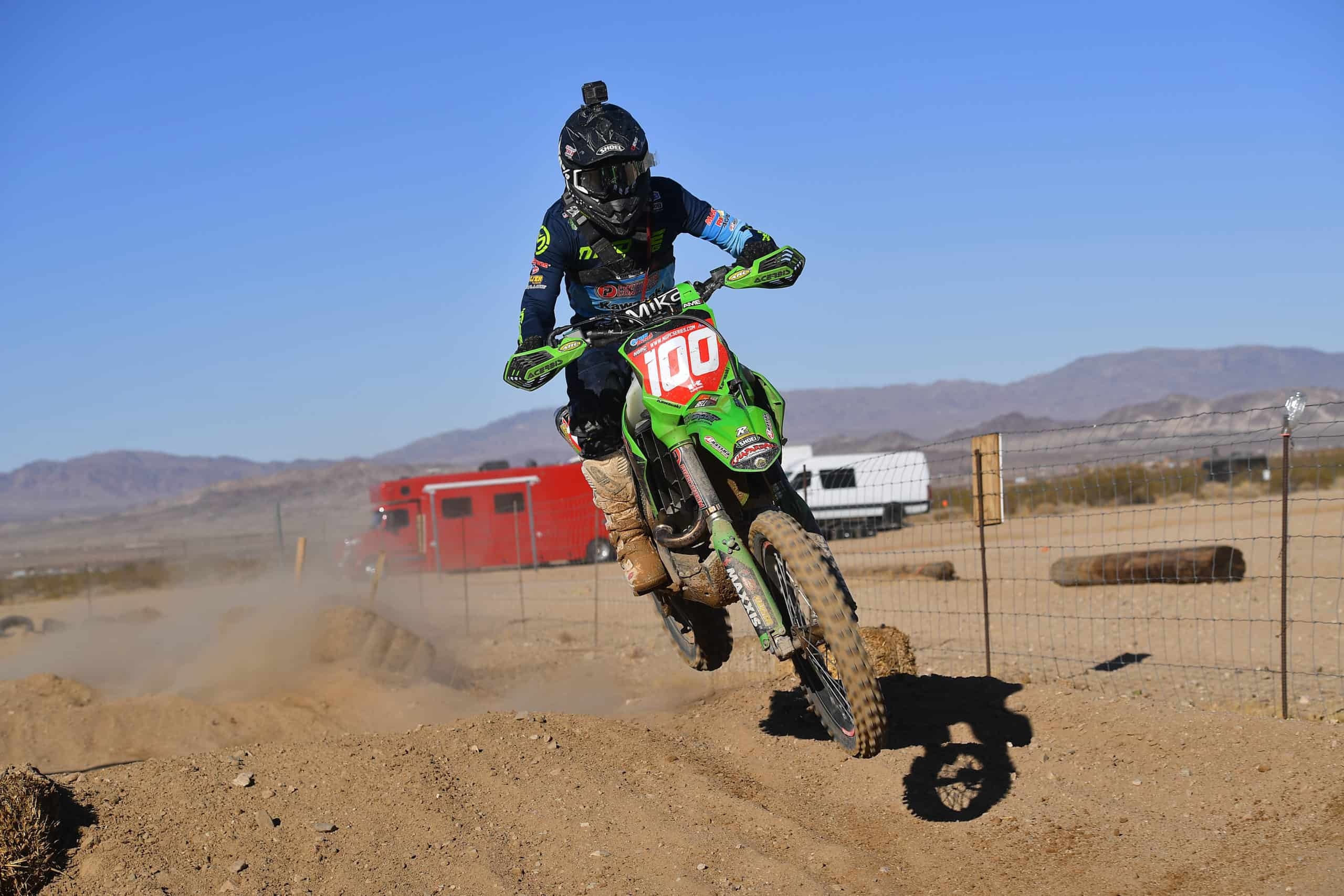 zach bell riding his kx450 at the 2020 29 palms 2 ngpc