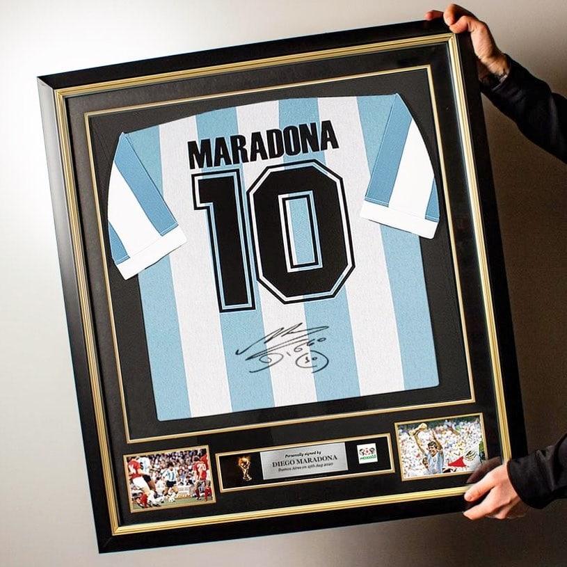 camiseta-firmada-maradona.jpg