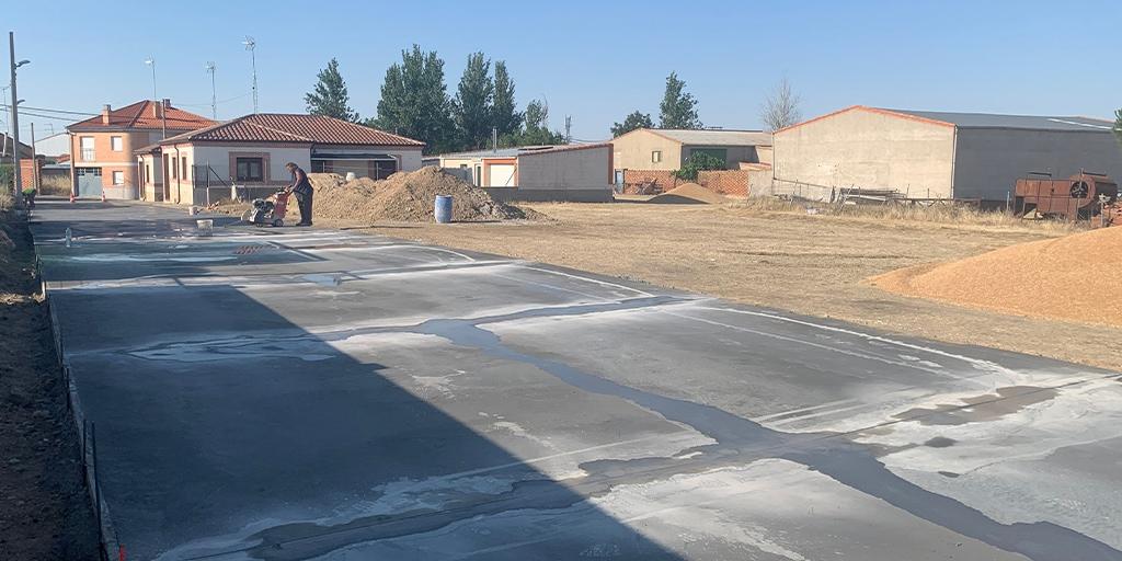 El Ayuntamiento ha pavimentado varios caminos de entrada