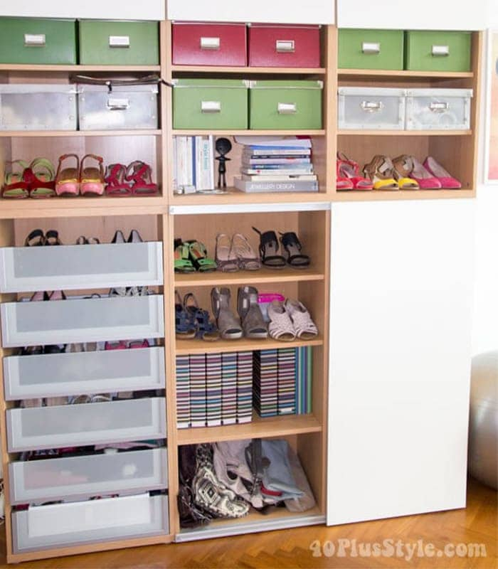 How to store clothes and accessories creatively in a smaller space