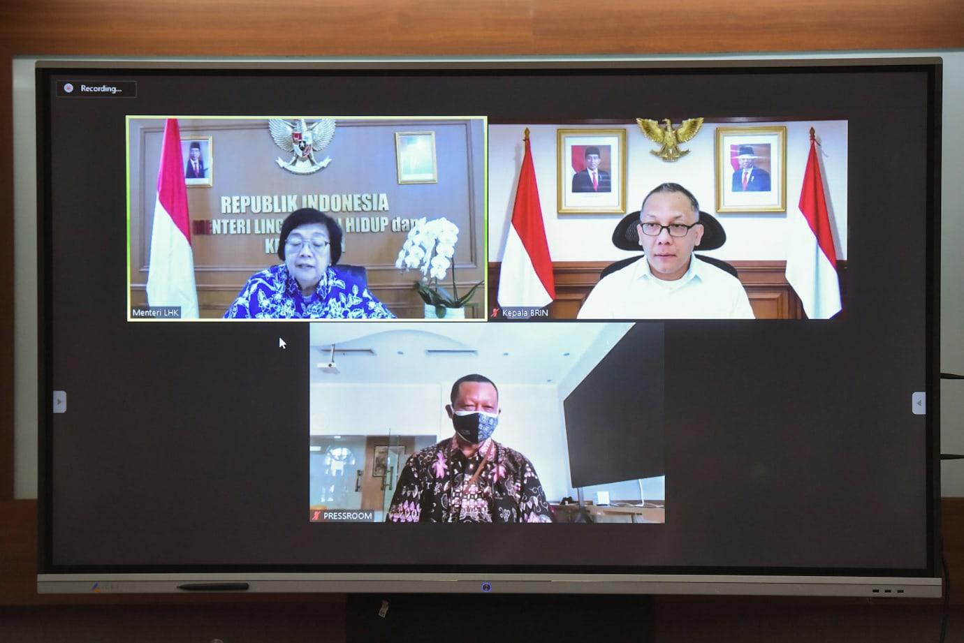 Menteri LHK Siti Nurbaya dan Kepala BRIN L.T. Handoko