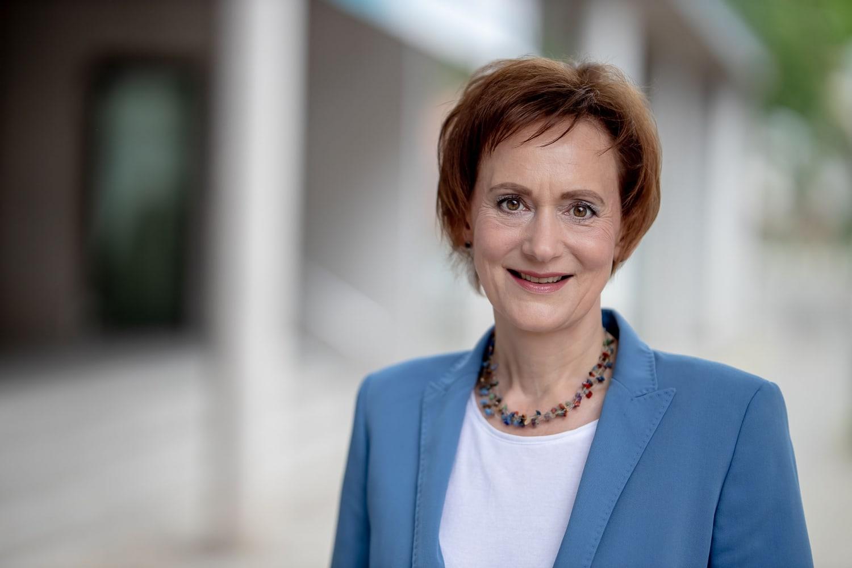 Outdoor Tageslichtportrait Sabine Wosche Geschäftsführerin der Landesentwicklungsgesellschaft Thüringen (LEG)
