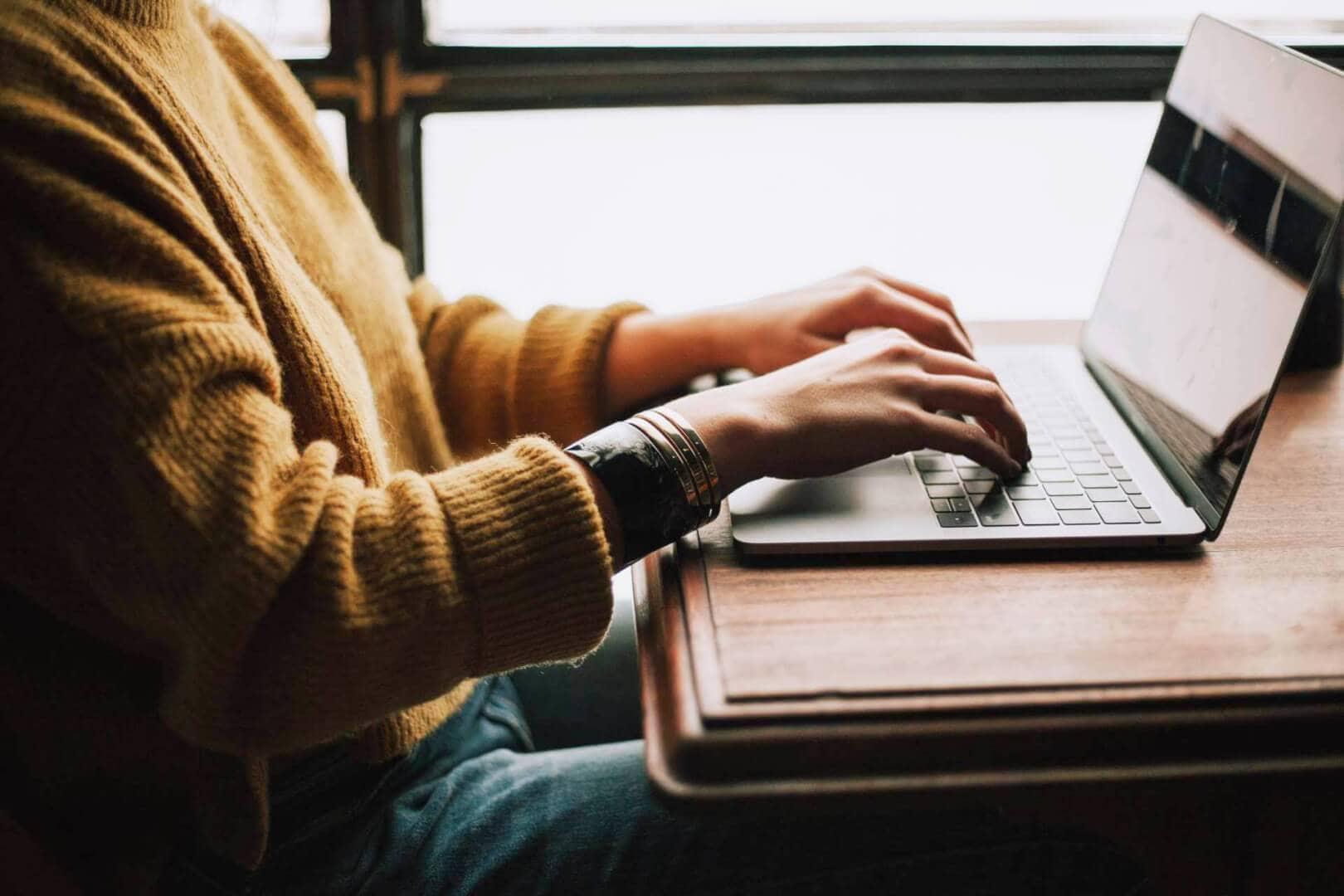 girl working on social media management