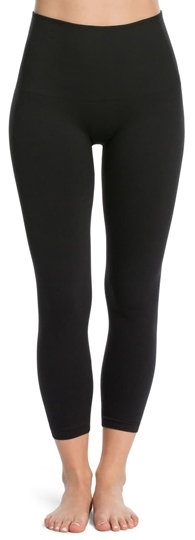Tummy control leggings: SPANX Look At Me Now crop seamless leggings | 40plusstyle.com