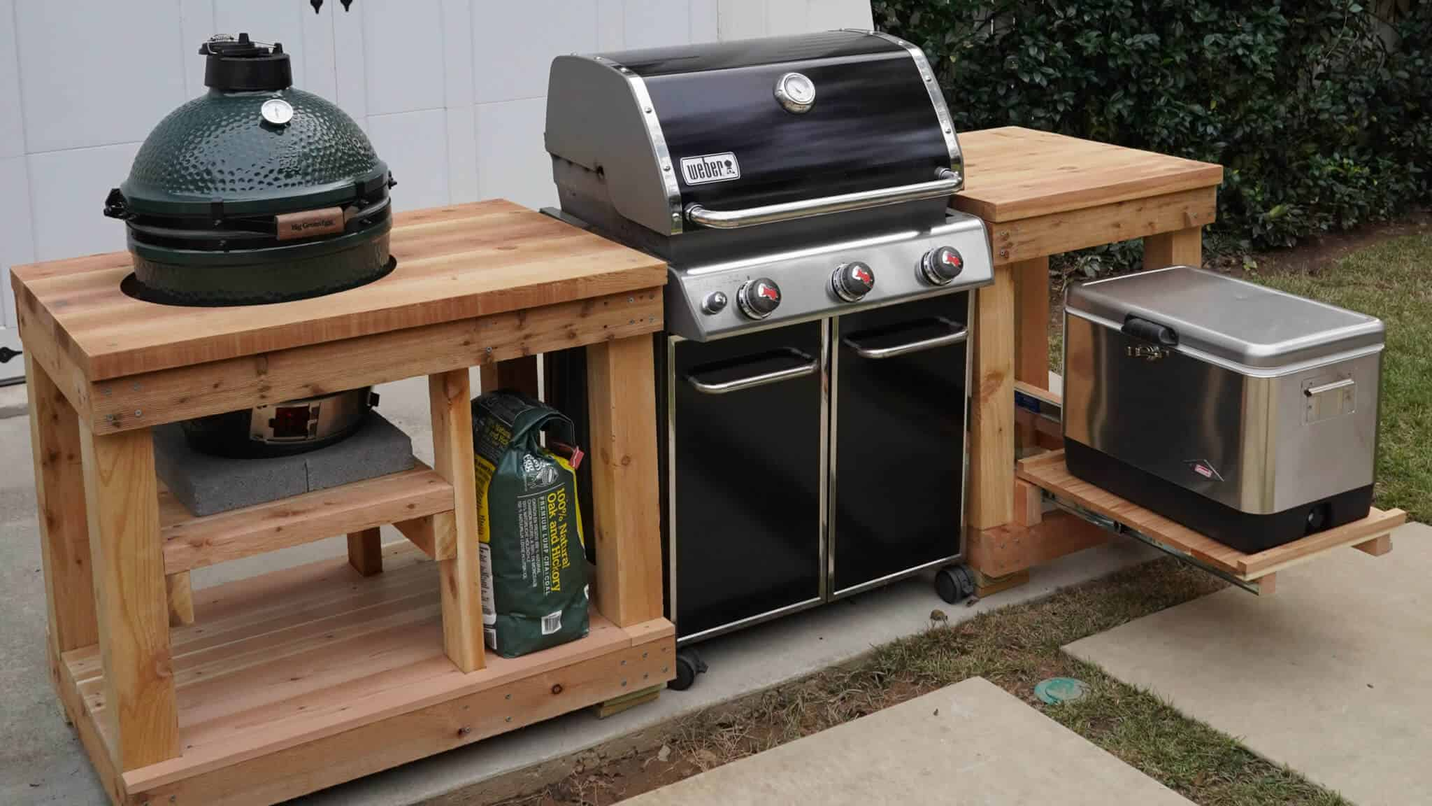 Grill island idea for an outdoor kitchen