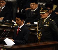 Presiden Jokowi saat menyampaikan pidato pertamanya di hadapan MPR, Senin (20/10)