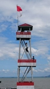 Presiden Jokowi memanjat menara tertinggi perbatasan di Pulau Sebatik, Kaltara, Selasa (16/12)