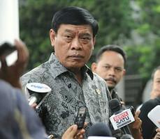 Menko Polhukam Tedjo Edy Purdijanto memberikan keterangan kepada wartawan di kantor Presiden, Jakarta, Kamis (4/12)