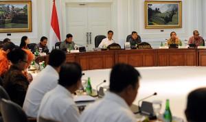 Presiden Jokowi didampingi Wapres Jusuf Kalla memimpin sidang kabinet paripurna, Rabu (3/12)