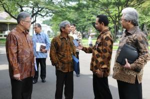 Wakil Menlu AM. Fachir seusai diterima Presiden Jokowi, di Istana Merdeka, Jakarta, Jumat (30/1) pagi