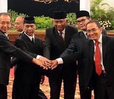 Inilah pimpinan baru KPK, dari kiri Adnan P. Praja, Indriyanto S, Taufiqurrahman Ruki, Johan Budi, dan Zulkarnai