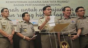 Menteri Agraria dan Tata Ruang Ferry Mursyidan Baldan dalam sebuah acara bersama jajarannya