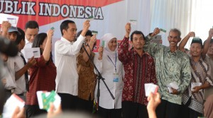 Presiden Jokowi dan warga Desa Temuwangi, Kecamatan Pedan, Kabupaten Klaten, Jateng, Senin (4/5).