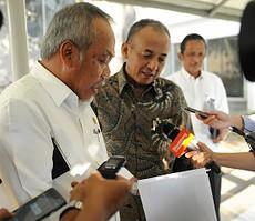 Menteri PUPR Basuki Hadimuljono bersama dengan Dirut sebuah BUMN Karya, beberapa waktu lalu