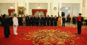 Presiden Jokowi melantik Rano Karno sebagai Gubernur Banten, di Istana Negara, Jakarta, Rabu (12/8)