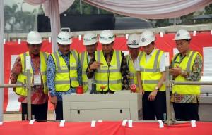 Presiden Jokowi saat meresmikan pengeboran MRT Jakarta, di kawasan Senayan, Jakarta, Senin (21/9) pagi