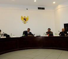 Presiden Jokowi memimpin rapat terbatas di kantor Presiden, Jakarta, Kamis (1/10) siang