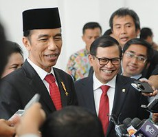 Seskab Pramono Anung bersama Presiden Jokowi