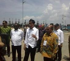 Presiden Joko Widodo (Jokowi) meninjau Pelabuhan Perikanan Merauke, Papua Rabu (30/12) (Foto Biro Pers, Media, dan Informasi/Setpres)
