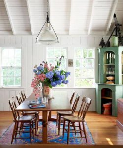 STUNNING COLOR FLOWERS IDEAS FOR SMALL DINING ROOM DECORATION