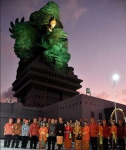President Jokowi in front of GWK Statue, Bali, Saturday (22/9). (Photo by: BPMI)