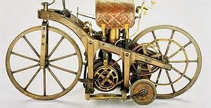 Imagen de motocicleta antigua con patente