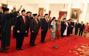 President Jokowi inaugurates 17 new Indonesian Ambassadors to friendly countries , at State Palace, Jakarta, Tuesday (20/2) morning (Photo: BPMI).