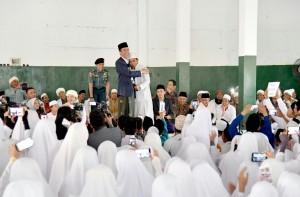 Presiden saat mengunjungi ponpes di Nusa Tenggara Barat, Kamis (23/11). (Foto: BPMI)