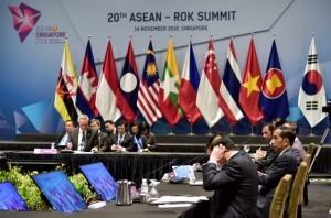 President Jokowi attends the ASEAN-Korea Summit, at the Suntec Convention Center, Singapore, Wednesday (11/14). (Photo by: BPMI Presidential Secretariat)