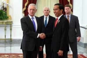 President Jokowi hosts US Defense Minister James Mattis at the Merdeka Palace, Jakarta, Tuesday (23/1). (Photo by: Rahmat/Public Relations Division)